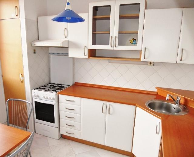 Kuchyň pohled z obýváku