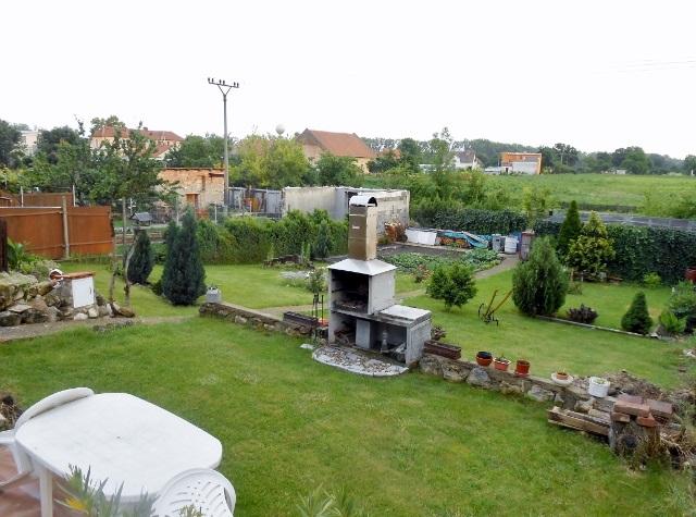 Zahrada z pravé strany