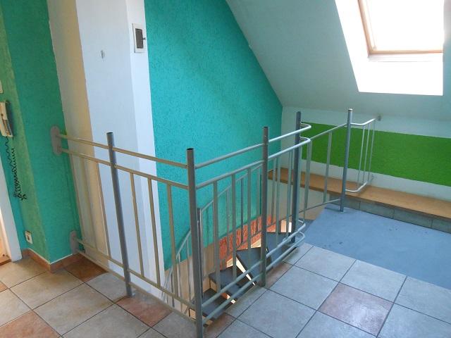Chodba u schodů 2 NP