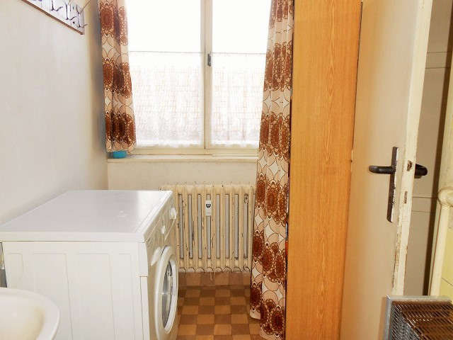 Koupelna, pohled k oknu