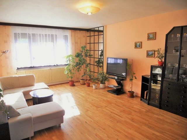 Obývací pokoj od vstupu, 1. NP