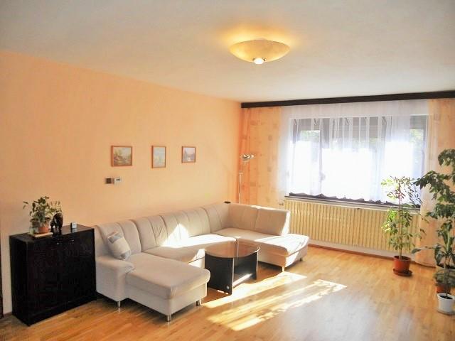 Obývací pokoj 1. NP, levá část
