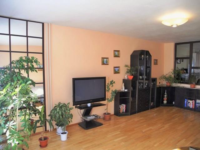 Obývací pokoj 1. NP, pravá část