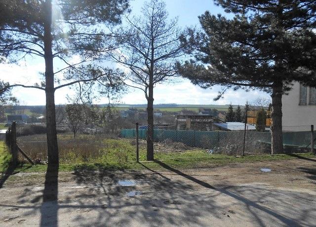 Pozemek, pohled od silnice