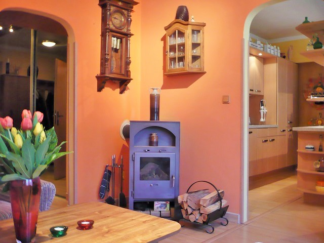 Obývák, pohled ke kuchyni