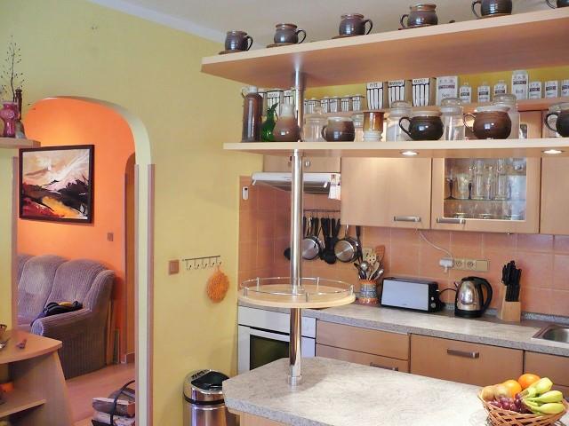 Kuchyně, pohled od okna