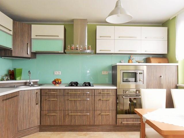 Kuchyně, pohled od pokoje 1