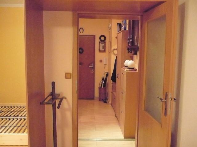 Pohled z ložnice ke dveřím
