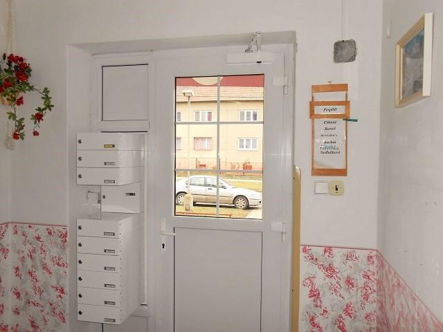 Vstupní dveře domu a zádveří