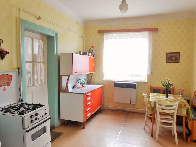 Kuchyně, pohled od komory