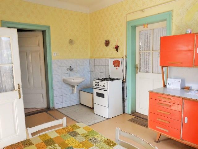 Kuchyně, pohled ke komoře