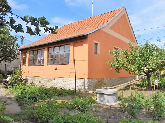 Dům, pohled od zadního vchodu