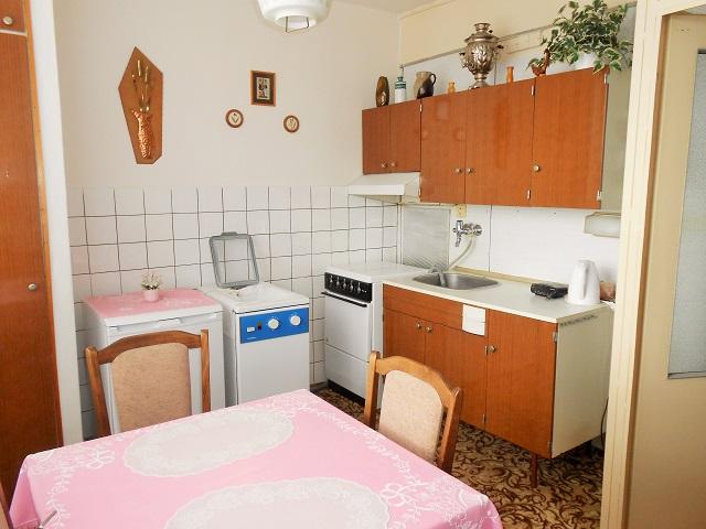 Kuchyně, pohled k lince