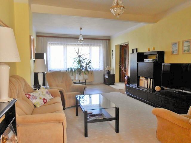 Obývací pokoj, pohled z jídelny