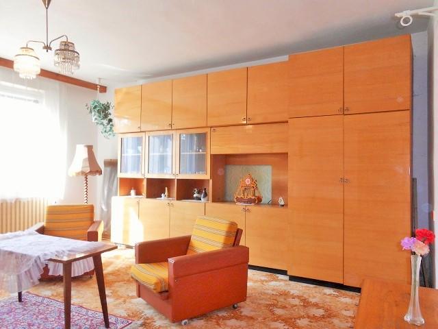 Pokoj 5, obývák