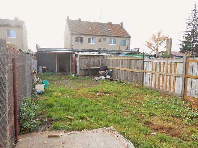 Zahrada, pohled zezadu kdílně
