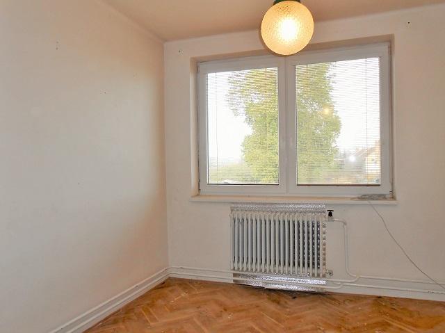 Pokoj 1, pohled k oknu