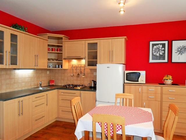 Kuchyně, pohled z pokoje