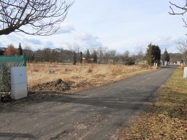Pozemek zleva od cesty