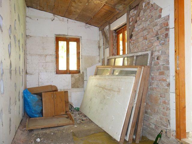 Přístavba uvnitř, pohled k oknu