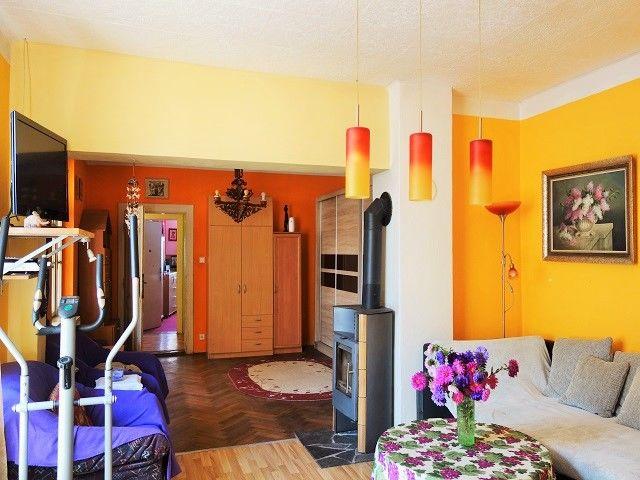 Obývací pokoj, pohled od kuchyně