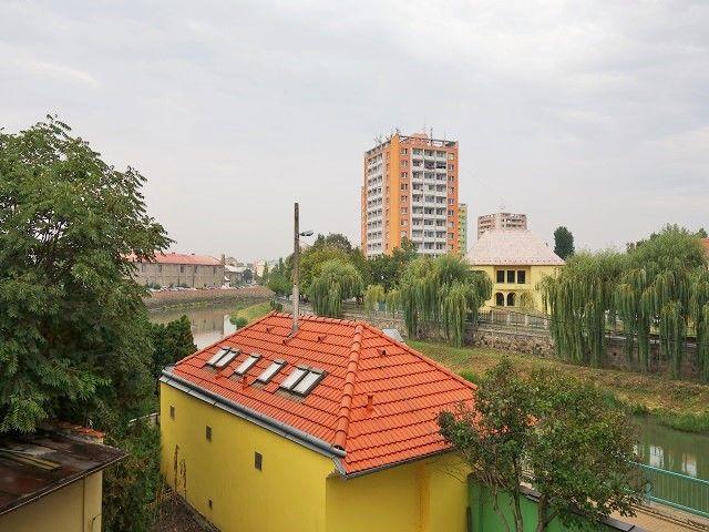 Výhled zbalkonu doleva