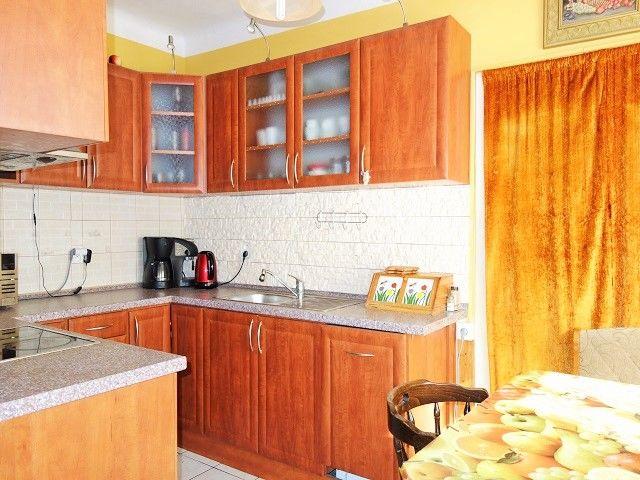 Kuchyně, pohled od obýváku