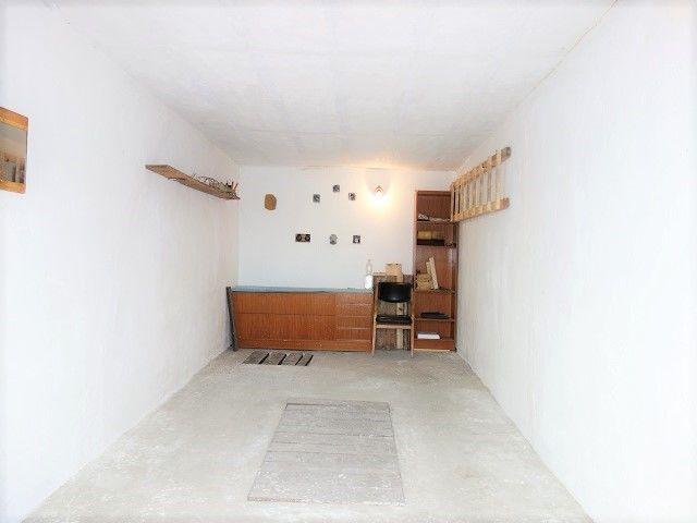 Vnitřek garáže od vjezdu