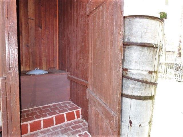 Suché WC a nádrž na vodu