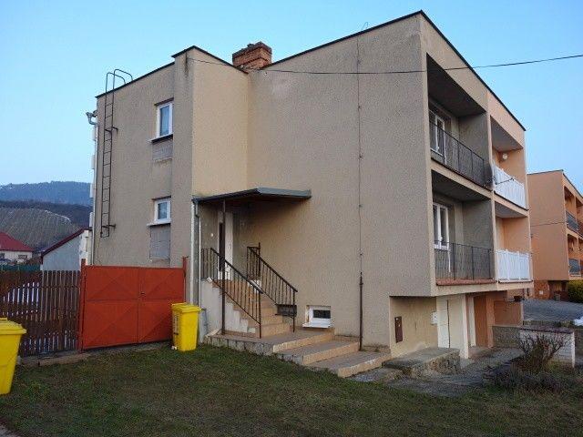 Pohled na dům z boku