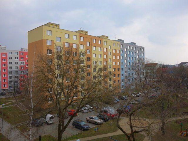 Výhled z okna vlevo