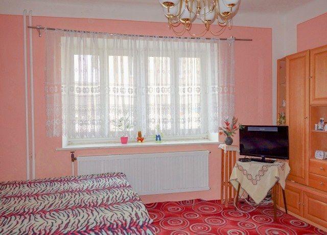 Obývací pokoj, pohled k oknu