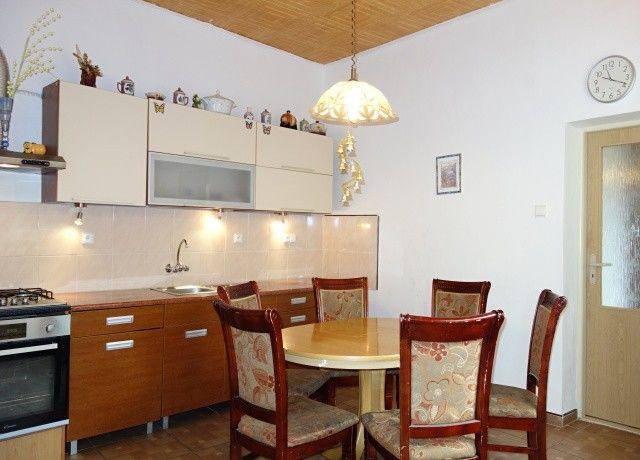 Kuchyně, pohled od chodby