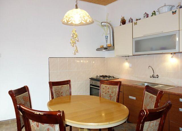 Kuchyně, pohled od koupelny