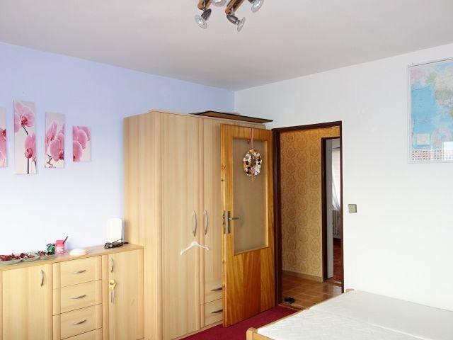 1. pokoj ve 2.NP, pohled ke vstupu