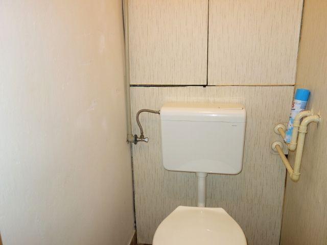 Toaleta astoupačky