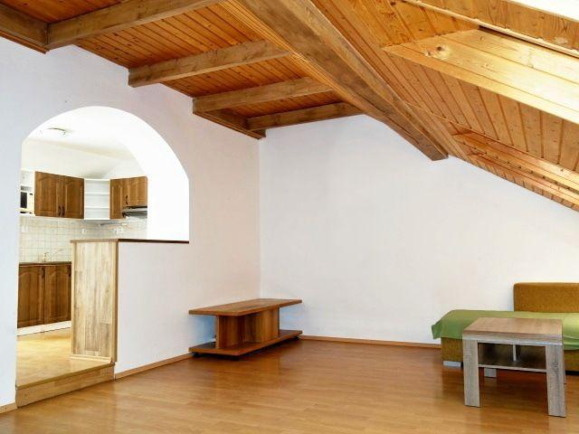 Obývací pokoj akuchyňský kout