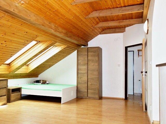 Obývací pokoj, pohled kpředsíni