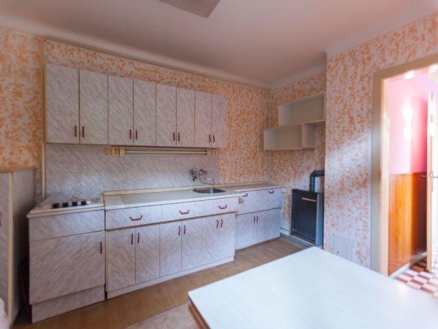 Kuchyň, pohled od okna
