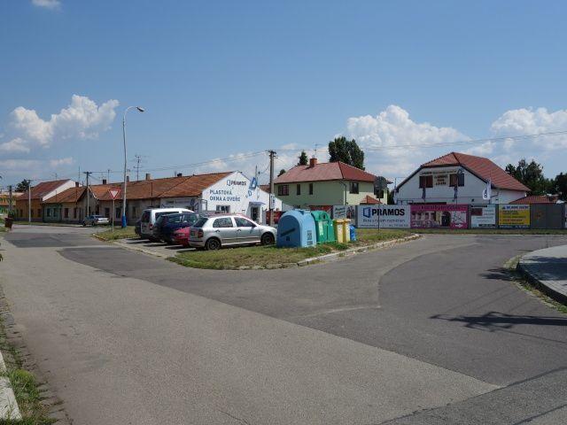 Parkoviště před domem
