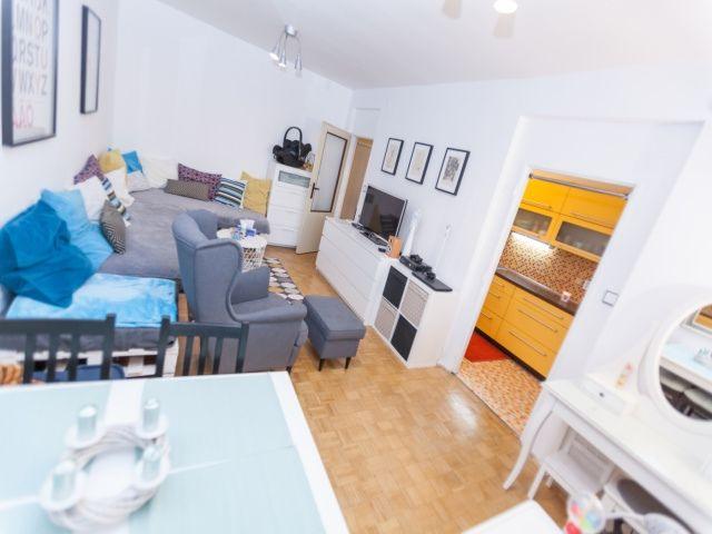 Obývací pokoj, pohled ke kuchyni