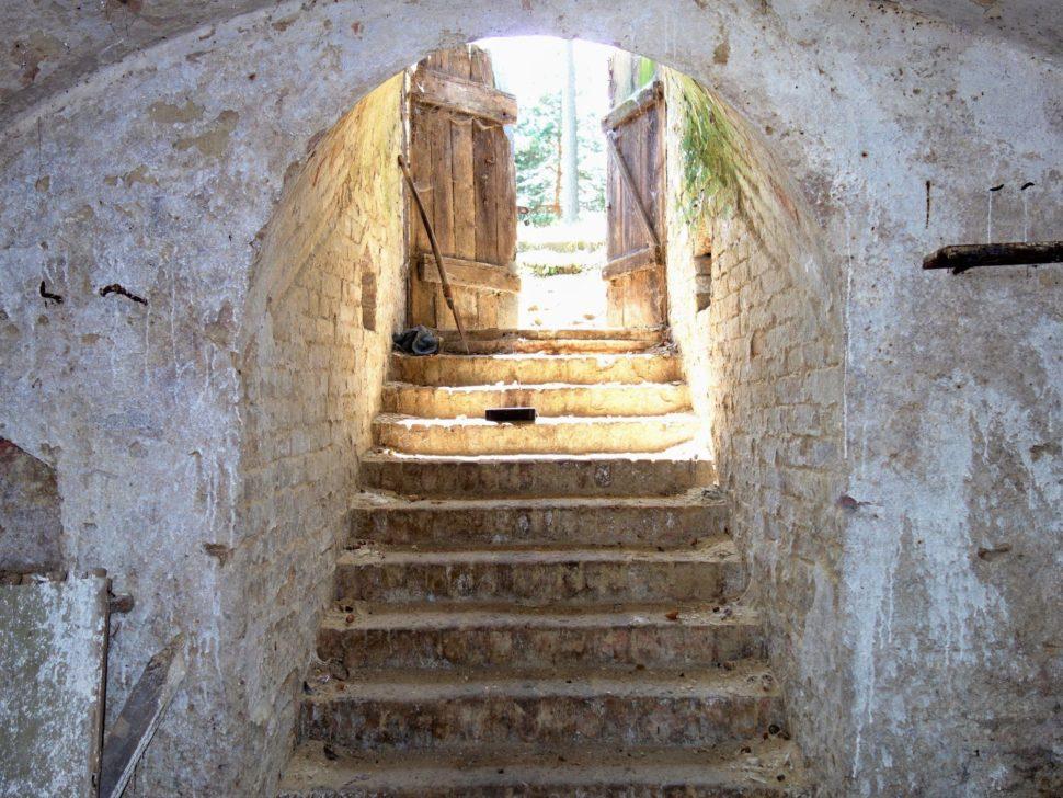 Sklep, pohled pod schody